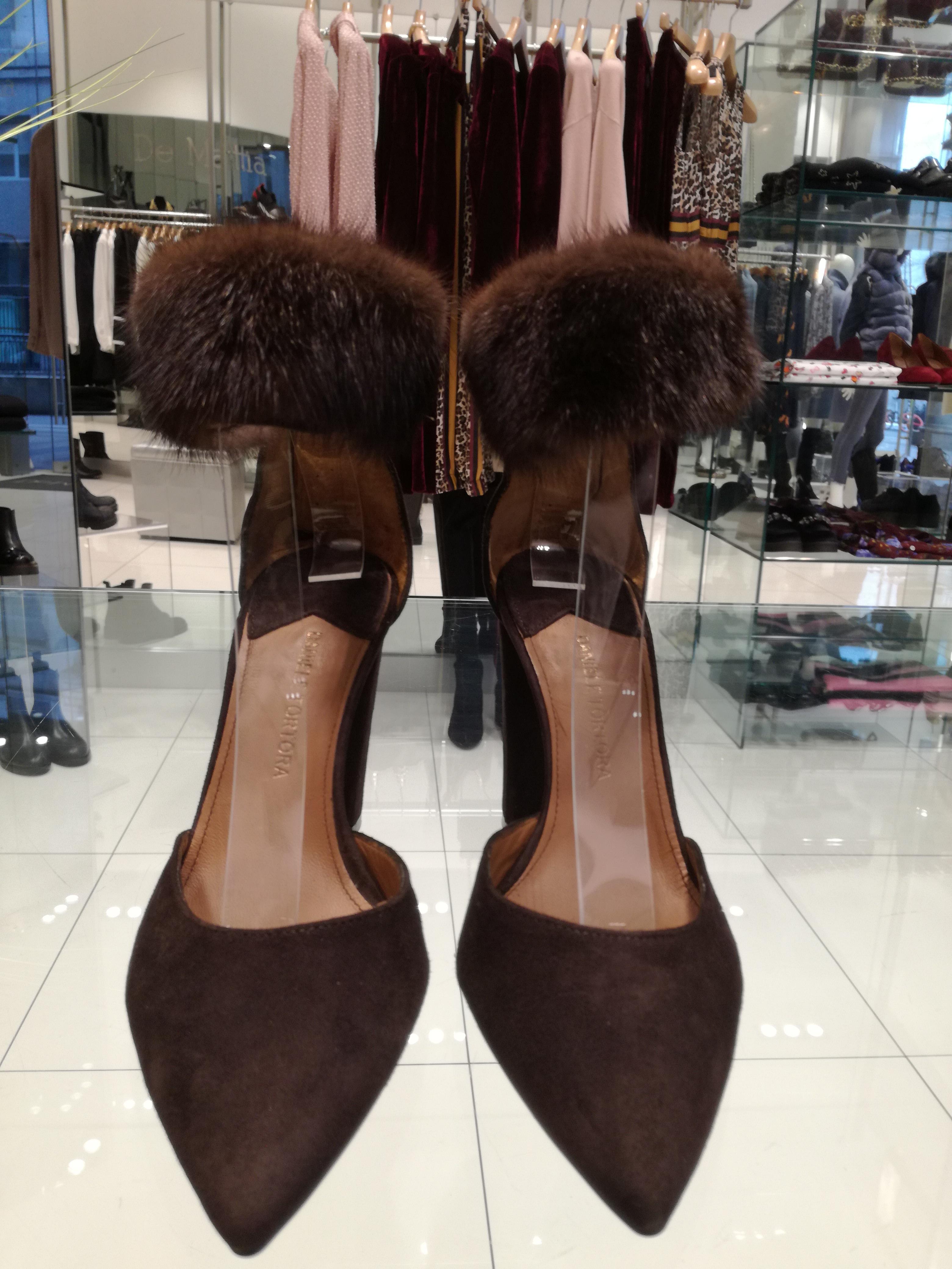 La scarpa più femminile e sexy della stagione è questa: con riporti in visone!